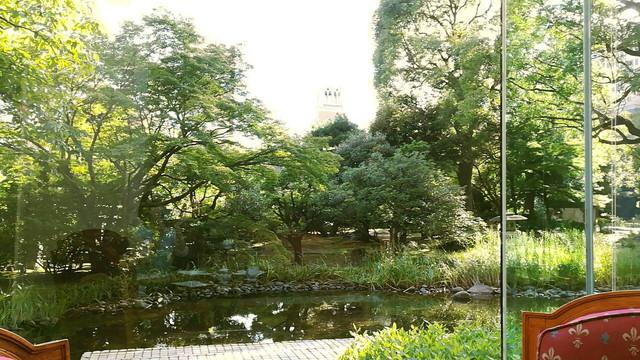 リーがロイヤルホテル ちょっと和風な庭園