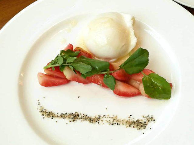 イーストサイドカフェ ベリー・ベリー・ミニースペシャルメニュー ブッラータ