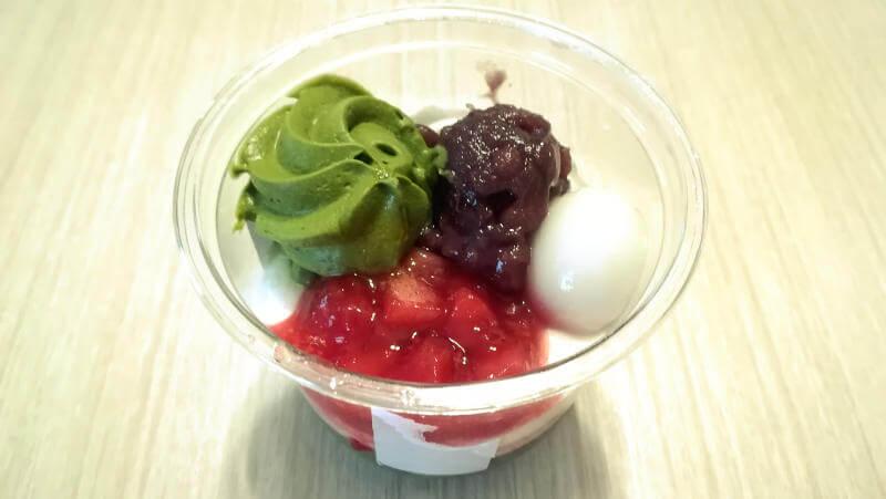 宇治抹茶と苺のパフェ