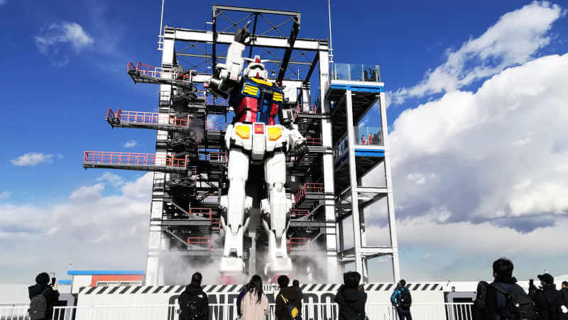 ガンダムファクトリー横浜 RX-78F00 空を指さす横浜がガンダム全体写真