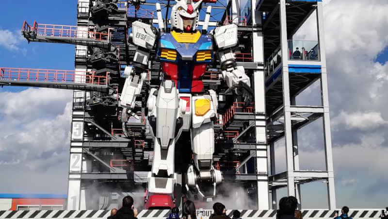 ガンダムファクトリー横浜 RX-78F00 膝をつく横浜ガンダム