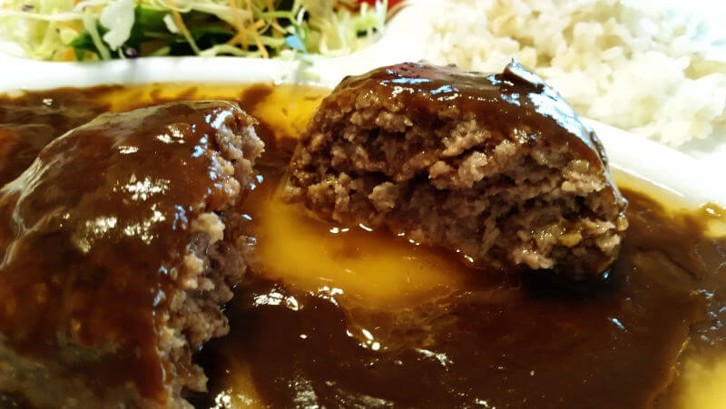 肉の万世ハンバーグ 湯煎後のハンバーグ 断面