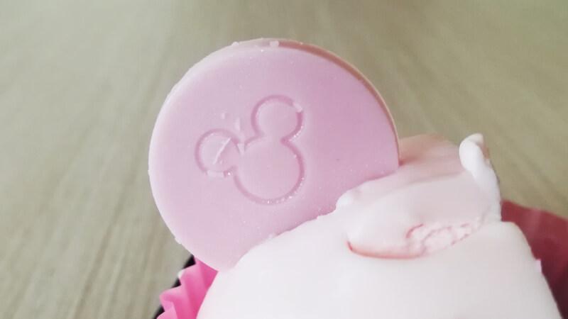 セブンイレブン ミニーマウス さくら&いちご ミッキーシルエットのチョコプレート