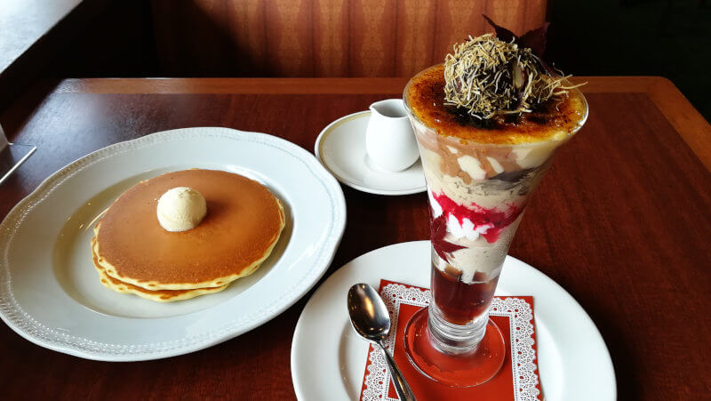 ロイヤルホスト アフタヌーンティー パンケーキと渋皮栗とほうじ茶のブリュレパフェ